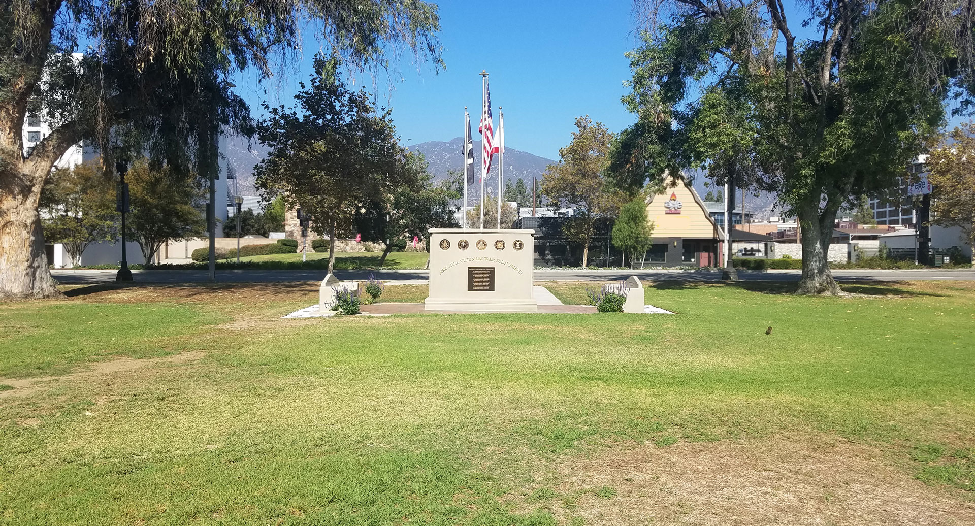 Long shot view of Monument